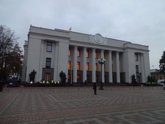 Министр МВД поручил снять охрану митинга под Верховной Радой