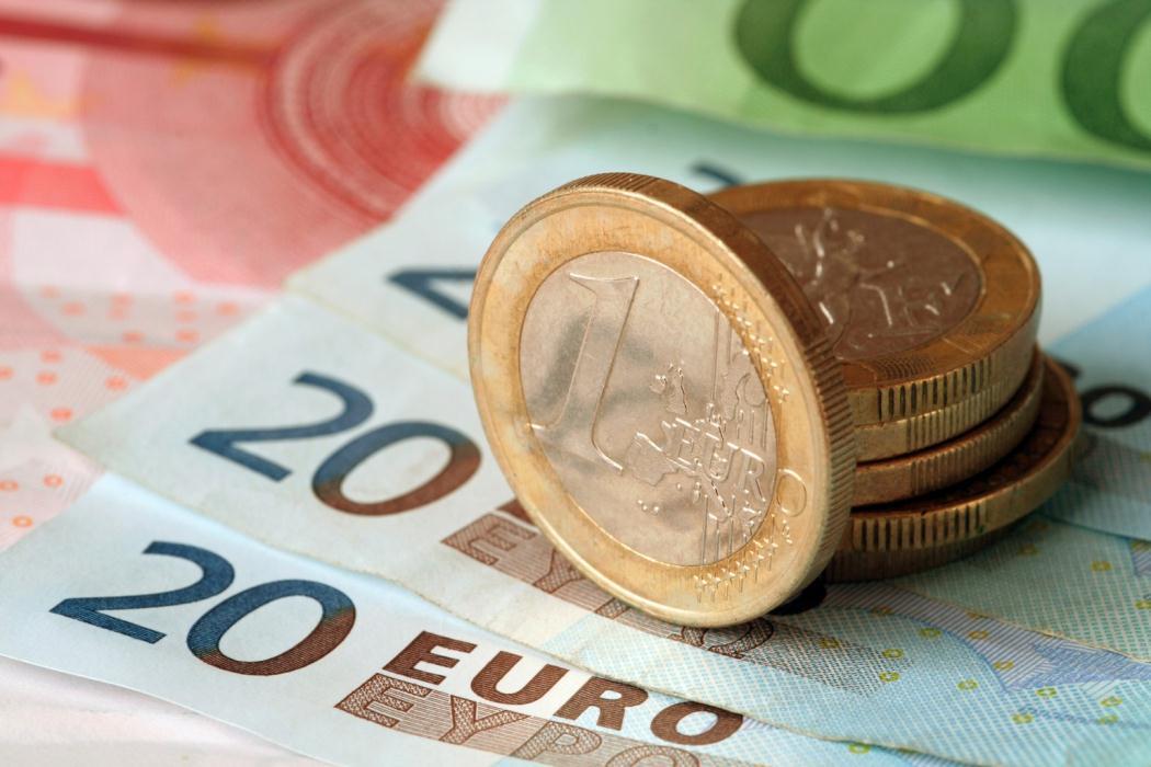 Доллар иевро сначала дня растут крублю