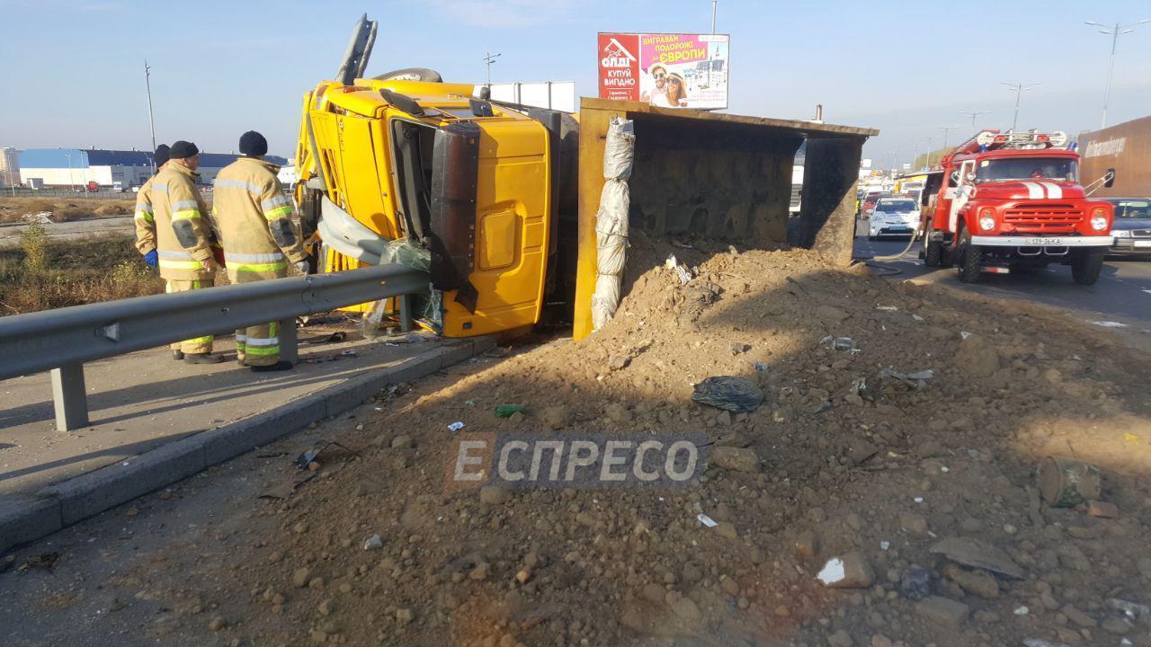 ВКиеве фургон врезался вмаршрутку: восемь пострадавших