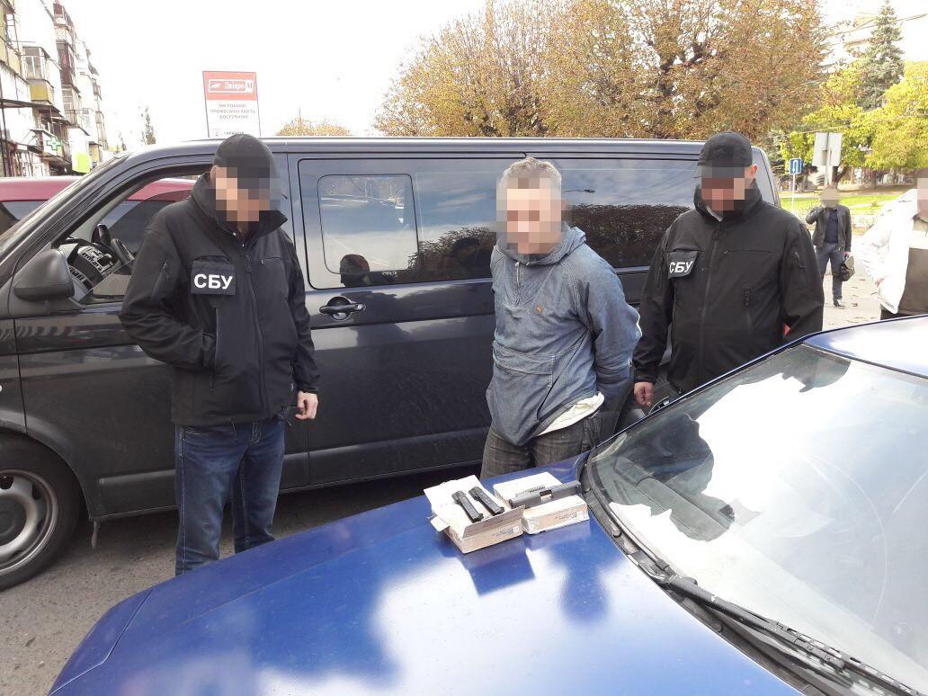 ВКиеве СБУ изъяла арсенал оружия ибоеприпасов