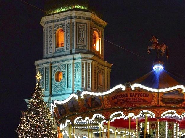 Главную новогоднюю елку вКиеве украсят 3,6км неоновых гирлянд