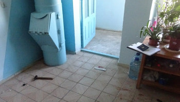 В Деснянском районе задержан мужчина за нападение с молотком и ножом на соседа
