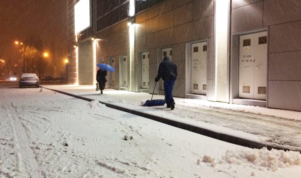 Круглосуточные заведения должны убирать снег на собственной территории с6 утра— КГГА