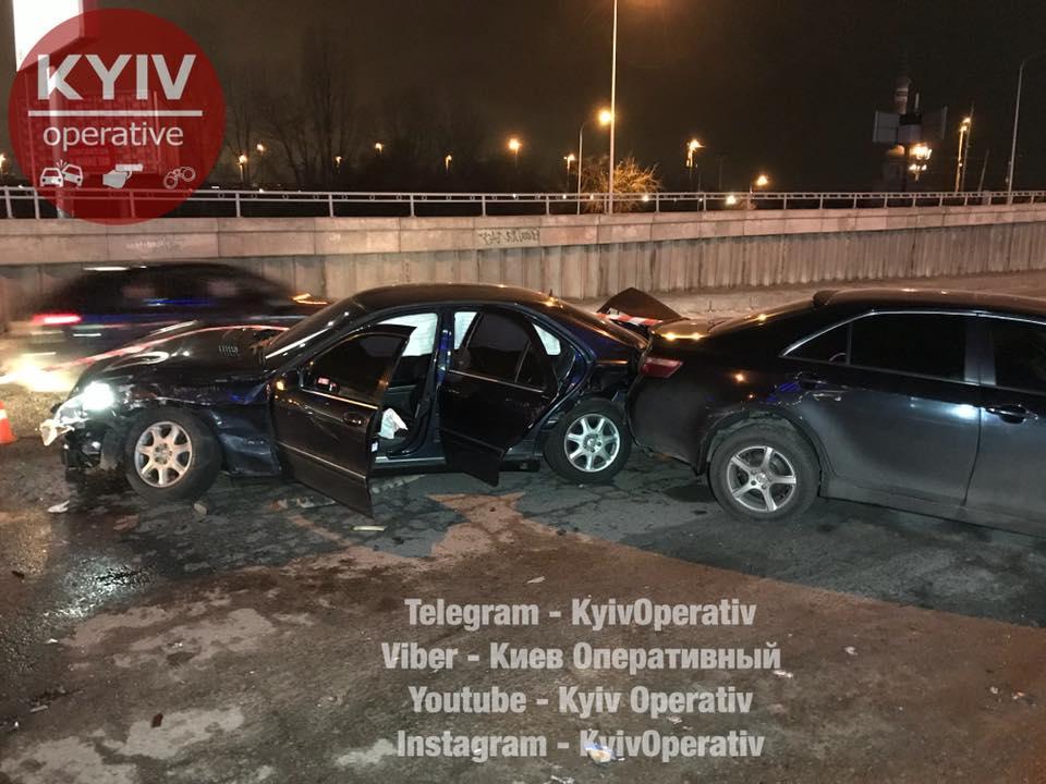 Во время бегства от полиции в Киеве мужчина разбил 6 автомобилей