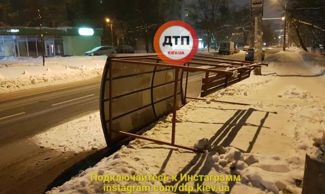 """Для """"Киевпастранса"""" ищут инвесторов по благоустройству остановок общественного транспорта"""
