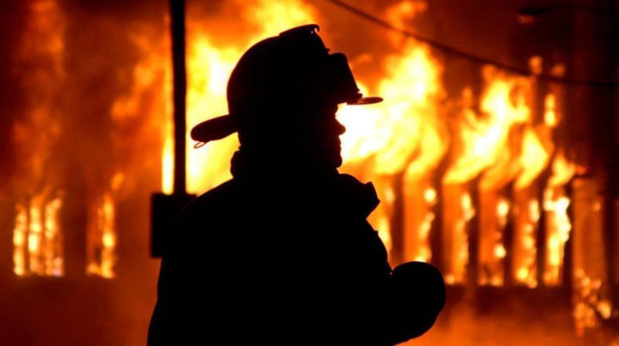 В Киеве спасатели во время тушения пожара обнаружили труп женщины