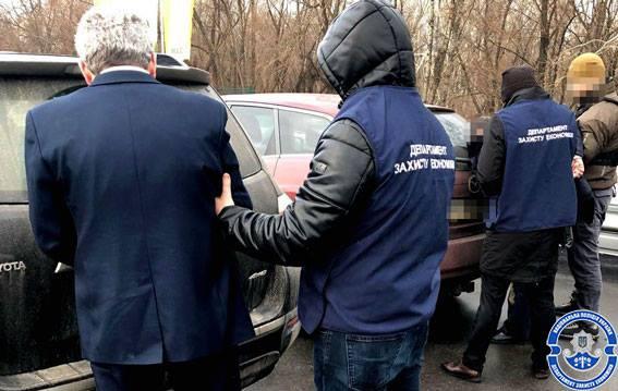 этих зам прокурора задержан за взятку Диаспаре нашлось