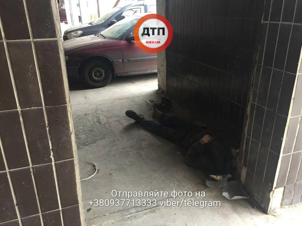 ВКиеве мужчина скончался  около  клиники  после отказа воказании врачебной  помощи
