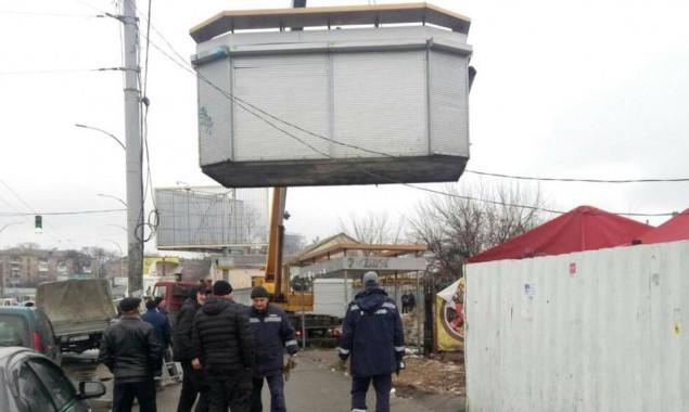 За первую неделю года в столице демонтировали 10 незаконных сооружений (фото)
