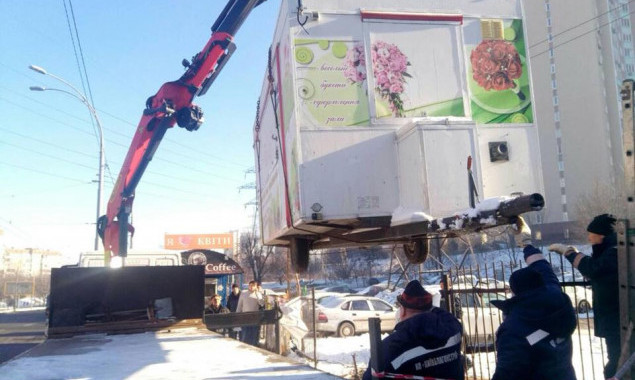 На прошлой неделе коммунальщики Киева сносили киоски, гаражи и ограды