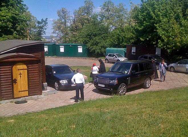 Наместник православного монастыря вКиеве обратился кТрампу из-за радикалов