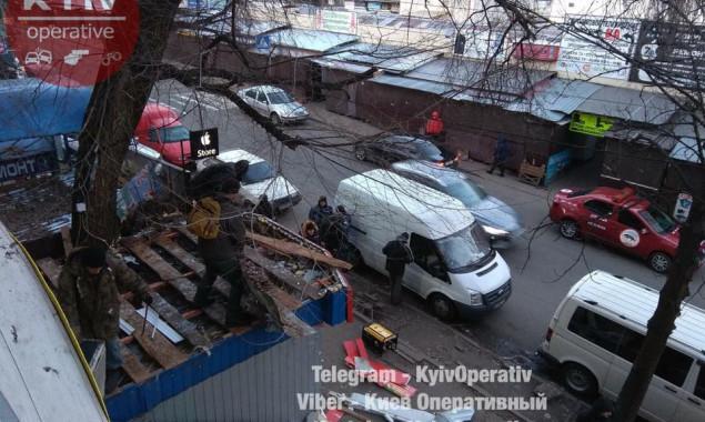 На Караваевых дачах в Киеве сносят МАФы