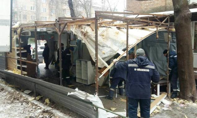 На прошлой неделе киевские коммунальщики снесли 29 незаконных сооружений (фото)