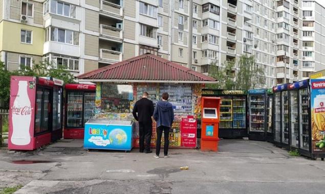 Нардеп Белоцерковец анонсировал запрет на размещение холодильников возле МАФов в некоторых районах Киева
