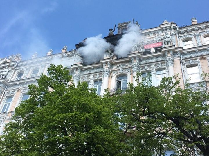 Вцентре столицы Украины полыхает историческое сооружение