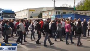 Жители Вишневого требуют достроить городскую школу (видео)