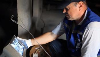 """""""Киевводоканал"""" начал отключать должников от канализации в многоэтажках (видео)"""