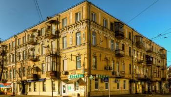 Столичные и районные власти не хотят ремонтировать Доходный дом Николая Балабухи на Подоле