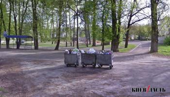 В поселке под Киевом перестали вывозить мусор
