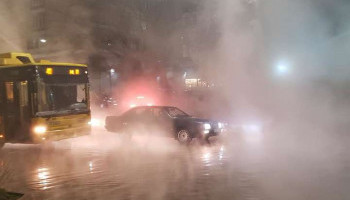 Из-за прорыва горячей воды в Киеве заблокировано движение шести маршрутов общественного транспорта