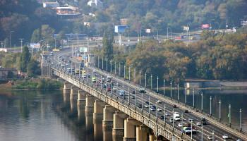 Движение по киевскому мосту Патона из-за ремонта частично ограничено