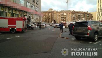 В Соломенском районе Киева неизвестные со стрельбой украли сумку с деньгами из автомобиля (фото)
