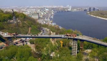 """КП """"Инженерный центр"""" без конкурса потратит еще 74 млн гривен на строительство моста на Владимирскую горку"""