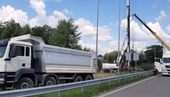 В Обухове начали строительство наземного пешеходного перехода над трассой государственного значения (фото)