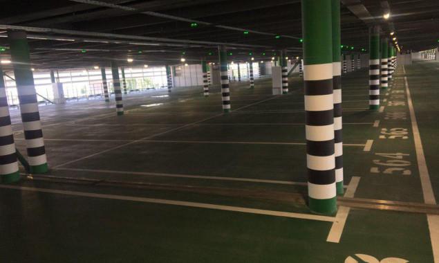 """Новый паркинг в аэропорту """"Борисполь"""" загружен менее чем на треть"""