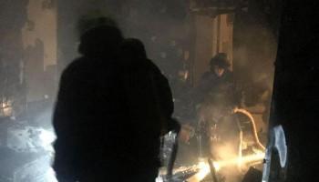 Из горящей многоэтажки на столичных Березняках спасатели эвакуировали жильцов (фото)