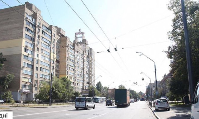 На столичной улице Довженко демонтировали 28 бигбордов (фото)