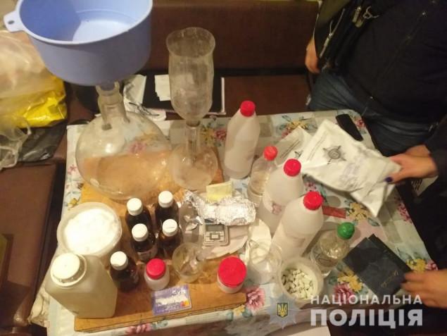 В Вышгороде ликвидировали подпольную нарколабораторию (фото)