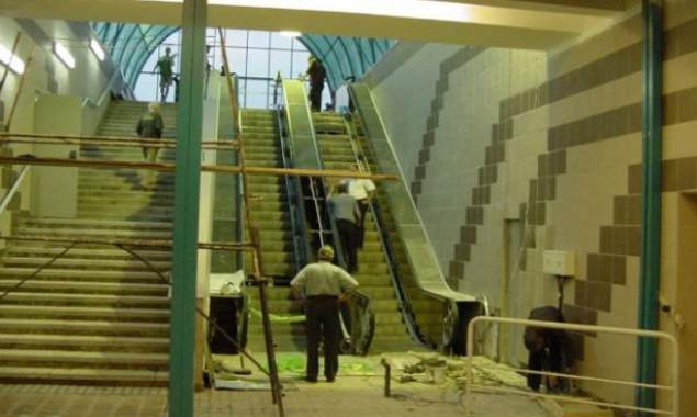 """На столичной станции метро """"Академгородок"""" планируют установить лифты вместо неработающих эскалаторов"""