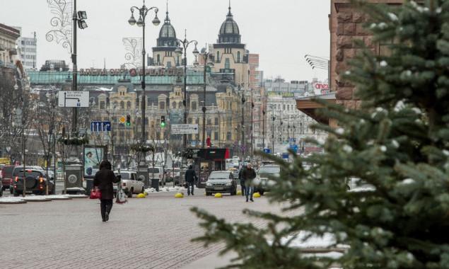 В Киеве на период новогодних и рождественских праздников открыли движение транспорта по Крещатику в выходные и праздничные дни