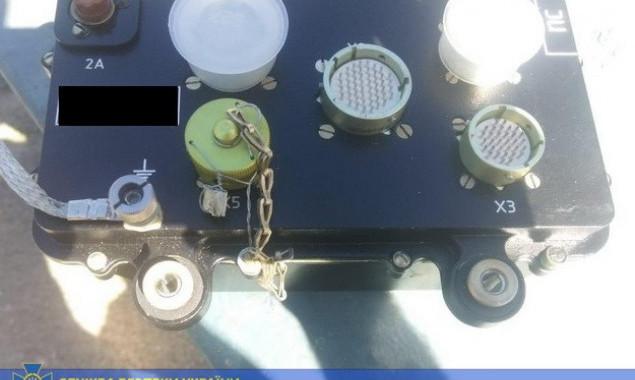 На Киевщине в автомобиле иностранца обнаружили запчасти для боевого вертолета на 100 тыс. долларов (фото)