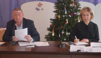 В Гостомеле лишили полномочий депутата, обвинявшую в рукоприкладстве главу поссовета Прилипко (видео)