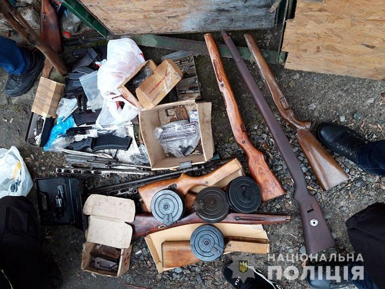 У двох киян поліція виявила арсенал зброї та боєприпасів