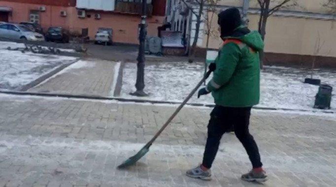 Кличко опубликовал видео с работающими на благо города вандалами с Аллеи художников