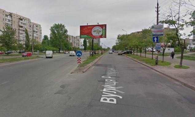 От властей Киева требуют профинансировать установку ограждения на улице Ревуцкого