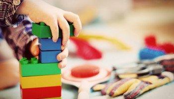 Почти 7 тысяч родителей до сих пор не ответили на приглашения в столичные детсады