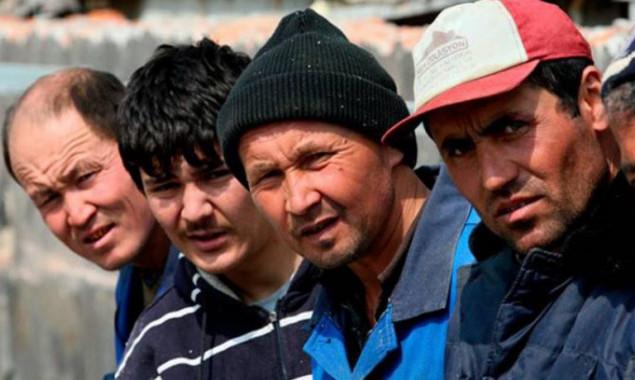 Правоохранители во время рейда по столичным рынкам и в хостелам обнаружили десятки нелегальных мигрантов (видео)