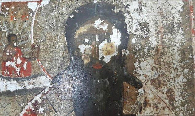 Через Киевскую таможню пытались переправить за границу старинную икону под видом планшета (фото)