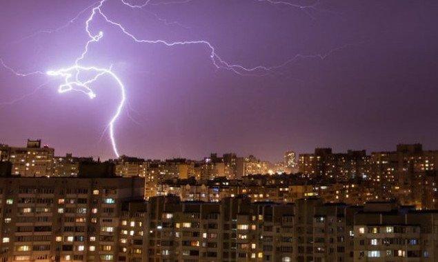 На Киев надвигается гроза с сильным ветром