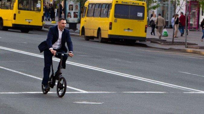 Кличко попросили отчитаться о целесообразности выделения 184 млн гривен на велодорожку от Почтовой площади до моста Патона