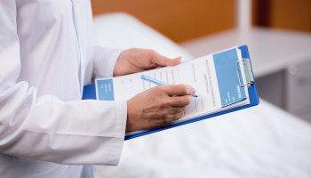 За сутки в Украине выявили почти 1200 носителей коронавируса