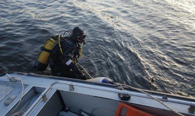 Возле столичного моста Метро мужчина упал с гидроцикла и утонул