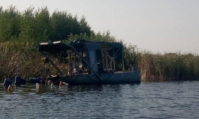 Рыбоохранный патруль Киевщины зафиксировал незаконный намыв песка на реке Козинка