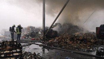 В Обухове пожарные ликвидировали возгорание на утилизационном предприятии (фото, видео)