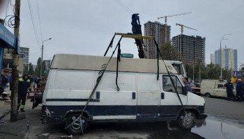 У Голосіївському районі демонтували понад 40 тимчасових споруд та розчистили зупинки громадського транспорту