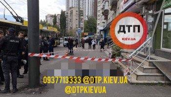 На улице Соломенской в Киеве мать с ребенком выпали из окна 9-го этажа